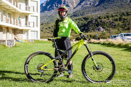 EWS Bike Check: Cecile Ravanel's Commencal Meta AM V4