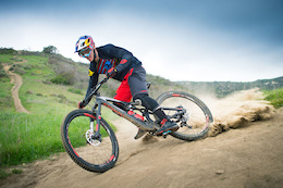 Loic and Loris in California on Trail Bikes - Video