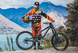 Fabien Cousinié's Polygon Collosus DH9 - Ultimate Bike Check