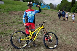 Francisco Pardal's Commencal Supreme DH V4 - Crankworx Les Gets 2016