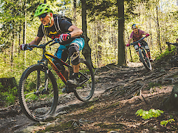 Szymon Godziek Riding Trails on a 27.5+ - Video