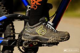 Five Ten Sam Hill 3 平踏板車鞋 - 測評
