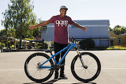 Marius Hoppensack Hands Beddo Bikes to Malik Haase