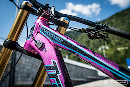 Pinkbike Poll: Your Favorite World Champs Colourways?