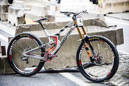 Greg Minnaar's Santa Cruz V10 29er - Bike Check
