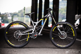 Myriam Nicole's Commencal Supreme DH V4.2 – Bike Check