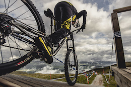 Behind the Scenes: Commencal/Vallnord DH Team  - Video