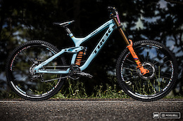 Rachel Atherton's Trek Session 9.9 - Bike Check