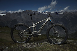 Trek Powerfly FS 9 2018 - First Look