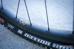 The Pros Weigh in on Carbon vs Aluminum Wheels - EWS Aspen 2017