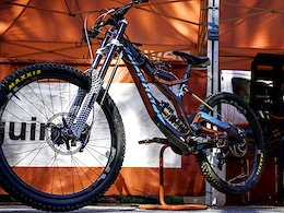 Mystery Downhill Fork Spotted in the Devinci Pits