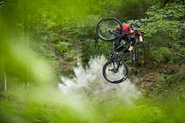 Corked 3's on an eMTB? Commencal's New Meta Power - Video