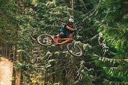 Giant Riders Dusty and Ethen Enjoy the Whistler Bike Park - Video