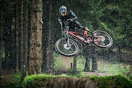 Thomas Estaque Absolutely Blasting an eMTB in Southwestern France
