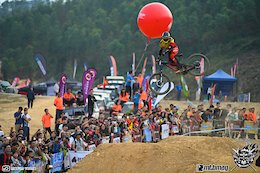 Alex Fayolle Races Downhill in China - Video