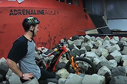 Sam Pilgrim Flairs an eMTB – Video