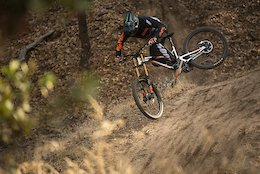 Commencal 100% Riders Rip in California - Video