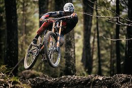 Turn Slapping & Dirt Loving with the Commencal 100% Team - Video