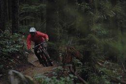 Striking Contrast Between Frenetic Summer & Dark Winter Rides - Video