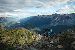 Video: One Final Alpine Rip Before Winter - A Yeti Tribe Story