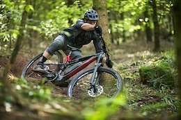 Rémi Thirion Gets Sideways In An eMTB Shredit