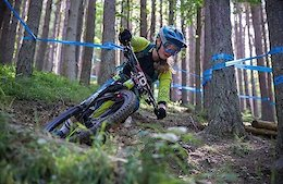 Female Riders Race Team At The British Enduro Champs