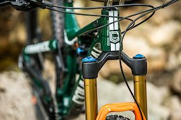 Video: Slapping Corners on Commencal's New Meta TR 29 British Edition