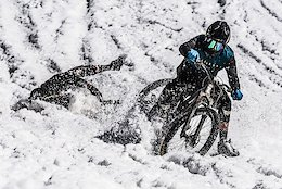 Video: Dropping From The Top At Megavalanche