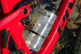 Review: Fidlock's Bottle Twist Uses Magnets to Hold Your Water Bottle