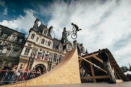Video: Slopestyle in Paris' City Centre