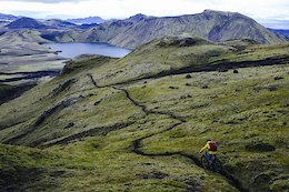 Video: Exploring The Lush & Green Icelandic Expanse by Bike
