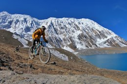 Video: Exploring Nepal By Bike with Tito Tomasi