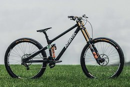 Atherton Bikes Confirm Team Details & Show Full Bike For the First Time