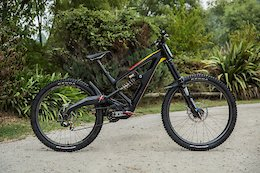 Bike Check: Mick Hannah's Mixed Wheel Size Polygon XquarOne DH