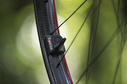 First Ride: Zipp Enters the Mountain Bike World With New 3Zero Moto Carbon Wheels