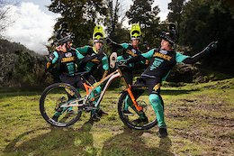 Video: COMMENCAL 100% Team Prepare for the 2019 Season
