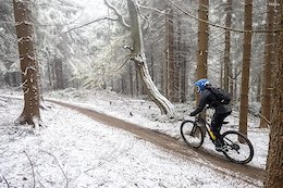 Video: Snowy Enduro Racing From Rock Machine Jested