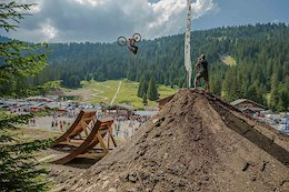 Video: Huge Downhill Bike Tricks in the Chatel Reboul Jam