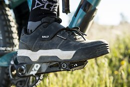 Bontrager Releases Clipless Flat-Soled MTB Shoes
