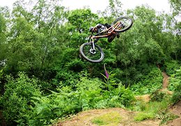 Video: Brendan Fairclough and Andrew Neethling Hit Up the Surrey Hills  - Chasing Trail Ep. 23