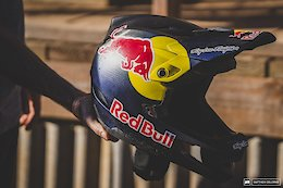 "A Closer Look at Troy Lee Designs' New ""D4"" Helmet"