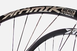 Atomik Carbon Announces Ultralight Wheelsets with UHMWPE Spokes from Berd