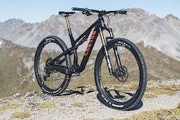 Canyon Shaves 250 Grams off Top of the Range Neuron Frame With New Carbon Lay Up
