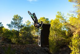 Video: Big Tricks & an Open Loop on a 29er Enduro Bike With Fred Austruy