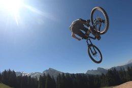 Video: Huge Hits on a Trail Bike in Morzine