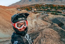 Video: Freeride, Tricks & Crashes in China with Antoni Villoni