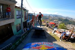 Video: Behind the Scenes at the Urban DH Race in Manizales, Colombia with Remy Metailler