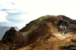 Video: Mountain Biking One of the Most Remote Islands on Earth - Saint Helena