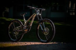Commencal Updates Supreme with New Kinematics & Idler Pulley Position to Match World Cup Version