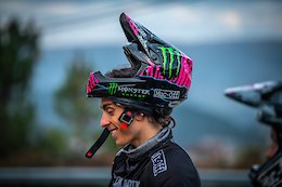 Video: New Helmets and Colours at the Commencal / Muc-Off by Riding Addiction Team Launch